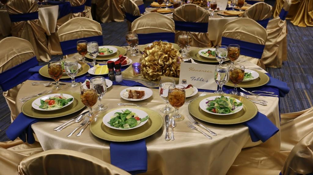 restaurant wedding reception table