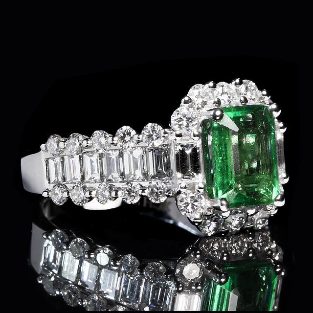 emerald-1137411_640