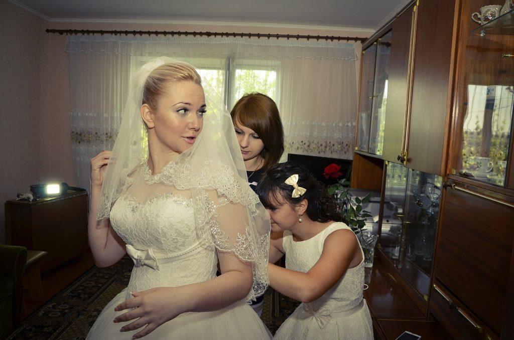 bridesmaids-442893_1280