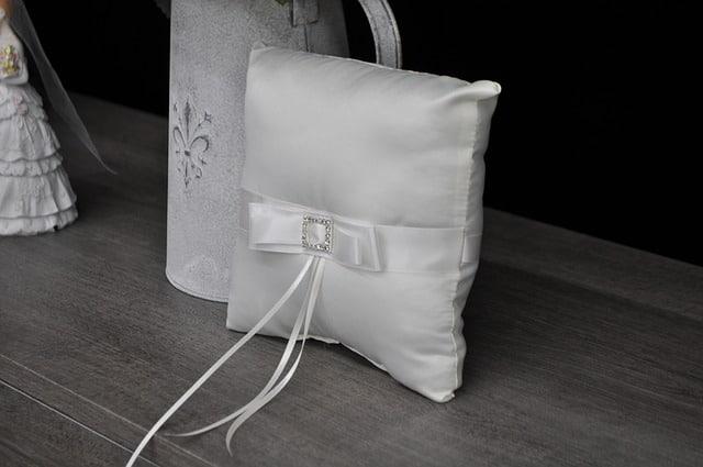 cushion-1502137_640