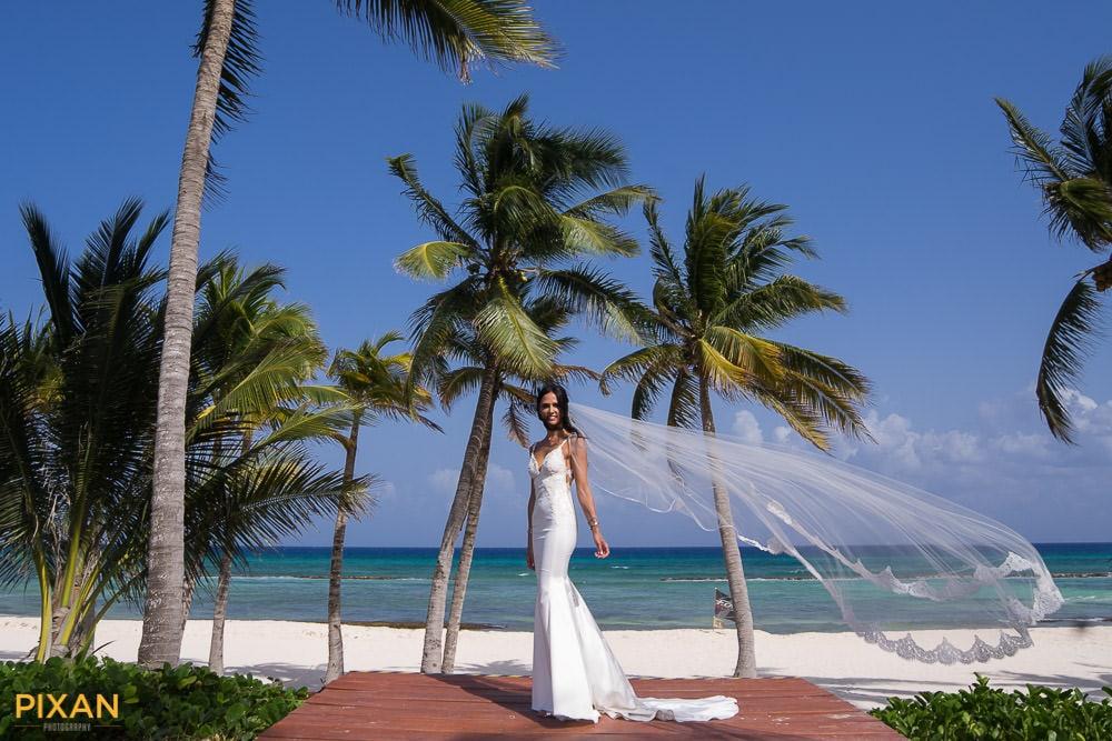 beach-wedding-dress-riviera-maya-pixan-photography