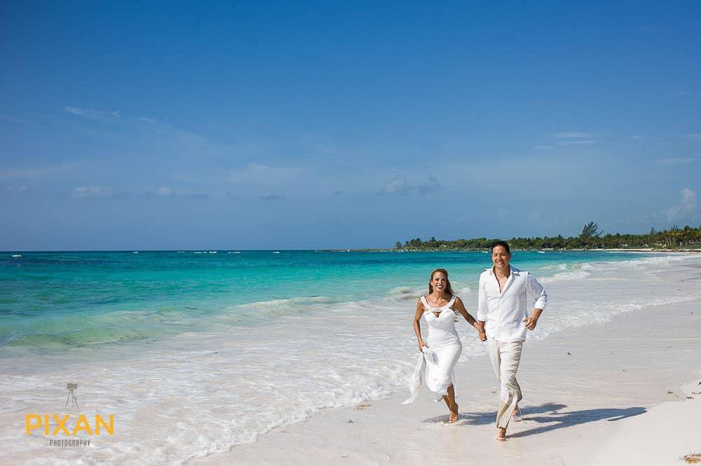 beach-wedding-gowns-mexico-pixan-photography